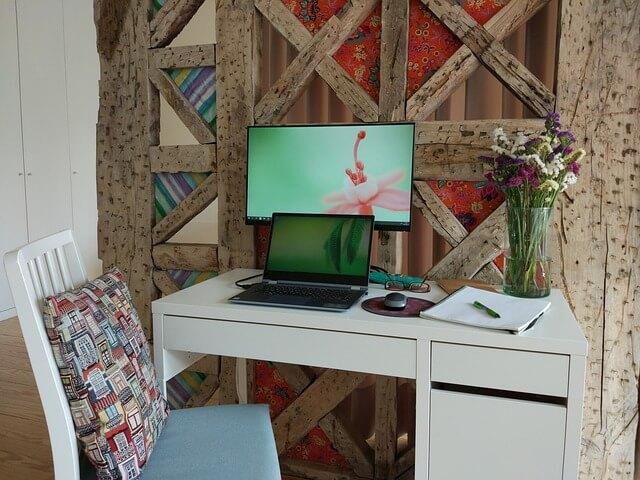 חדר עבודה קטן